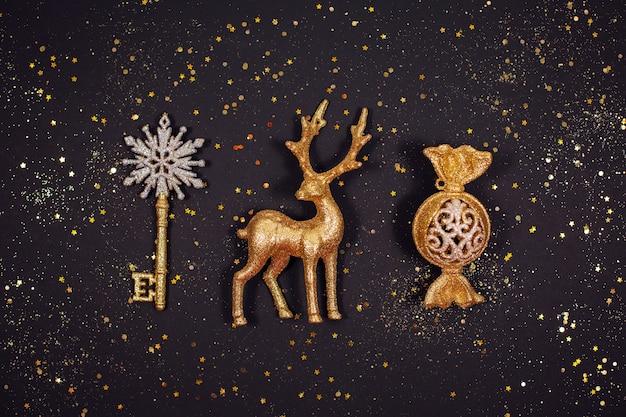 Bellissima decorazione natalizia scintillante dorata con glitter