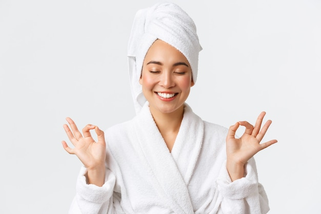 Bella donna asiatica felice