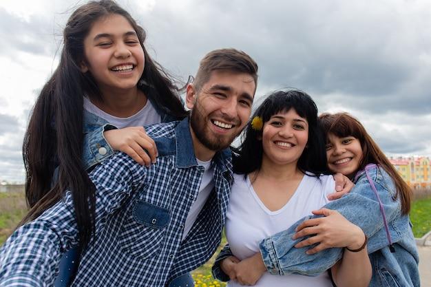 La bella e felice famiglia