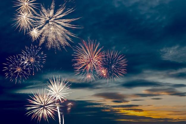 Bellissimi fuochi d'artificio per le vacanze