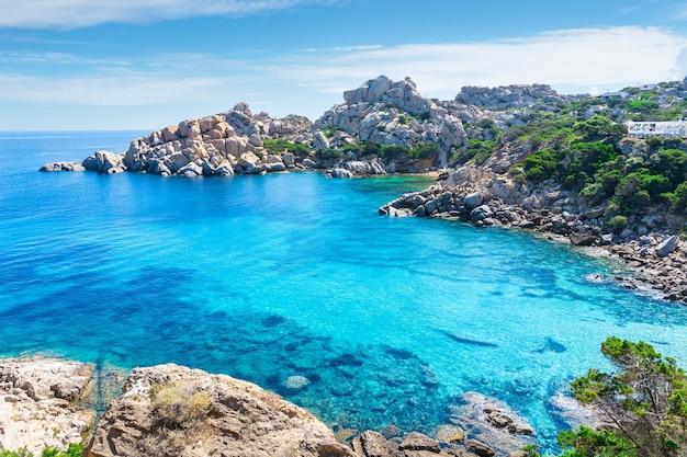 La bellissima isola italiana sardegna nel mar mediterraneo.