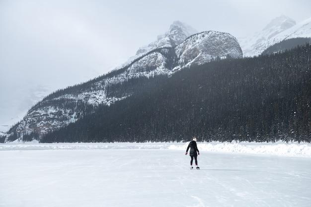 Bellissimo paesaggio nel parco nazionale di banff in inverno.parco nazionale di banff, alberta, canada
