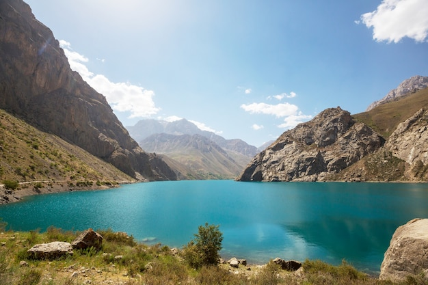 Bellissimo paesaggio delle montagne fanns, tagikistan