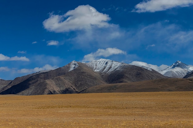 Bellissimo paesaggio e strada nella parte settentrionale dell'india ladakh india