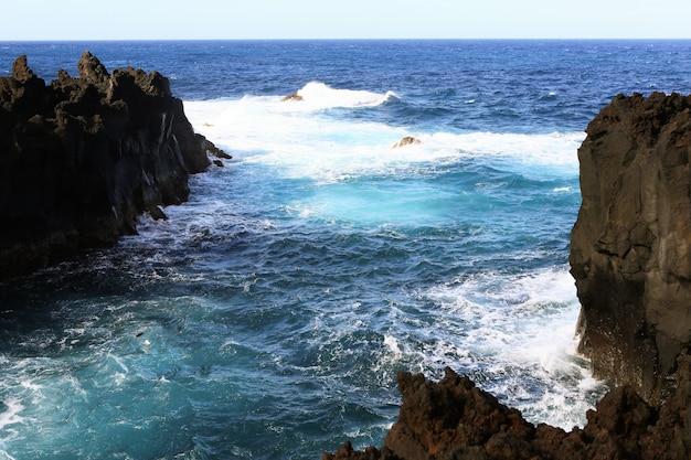 Splendidi scenari paesaggistici nelle azzorre portogallo natura tropicale nell'isola di sao miguel azzorre