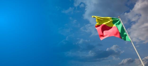 Bella bandiera nazionale dello stato del benin con uno spazio vuoto. bandiera del benin con posto per testo 3d artwork.