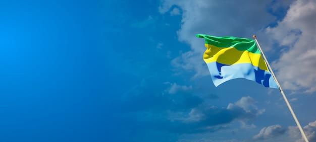Bella bandiera nazionale dello stato del gabon con uno spazio vuoto su sfondo ampio