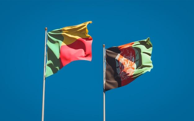Belle bandiere di stato nazionali dell'afghanistan e del benin
