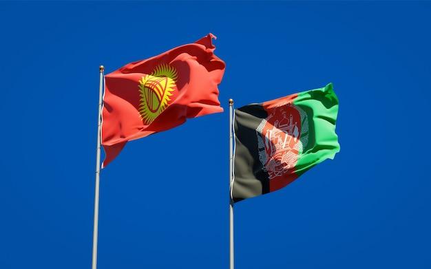 Belle bandiere di stato nazionali dell'afghanistan e del kirghizistan