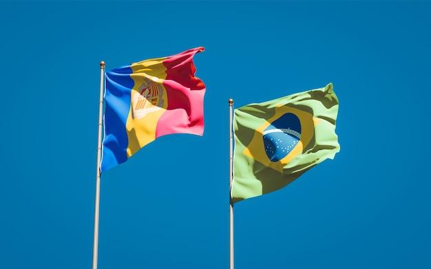 Belle bandiere nazionali dello stato del brasile e andorra insieme sul cielo blu