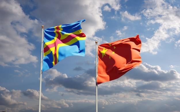 Belle bandiere nazionali dello stato della cina e delle isole aland insieme al cielo