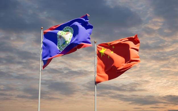 Belle bandiere nazionali di stato della cina e belieze insieme al cielo