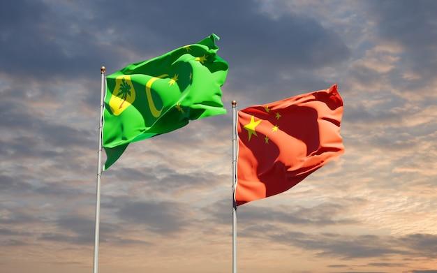 Belle bandiere di stato nazionali della cina e dell'isola di cocos insieme al cielo