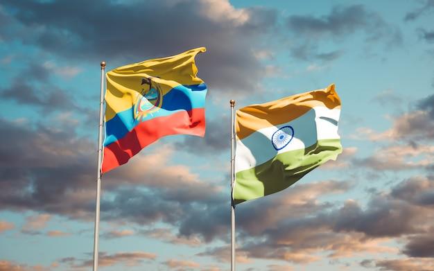 Belle bandiere di stato nazionali dell'ecuador e dell'india insieme