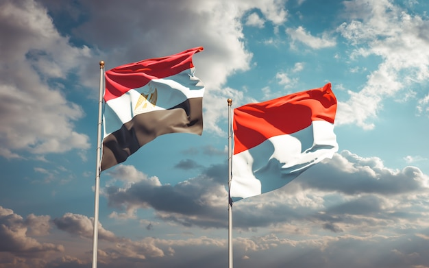 Belle bandiere di stato nazionali dell'egitto e dell'indonesia insieme sul cielo blu