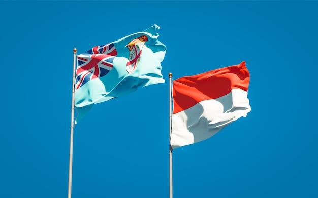 Belle bandiere di stato nazionali di fiji e indonesia insieme sul cielo blu