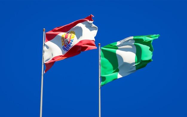 Belle bandiere dello stato nazionale della polinesia francese e della nigeria insieme sul cielo blu