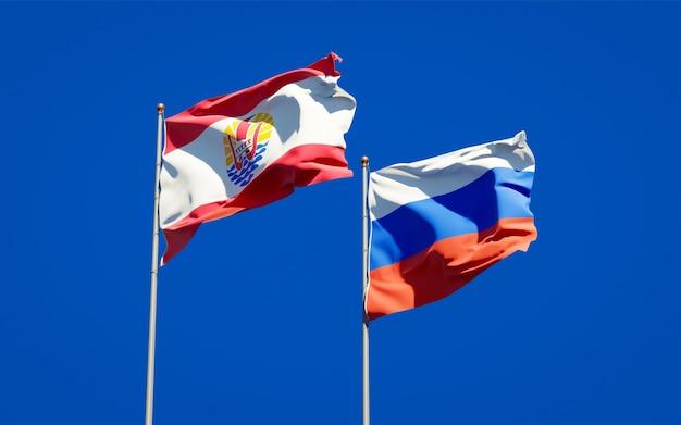 Belle bandiere di stato nazionali della polinesia francese e della russia insieme sul cielo blu. grafica 3d