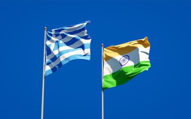Belle bandiere nazionali di stato della grecia e dell'india insieme