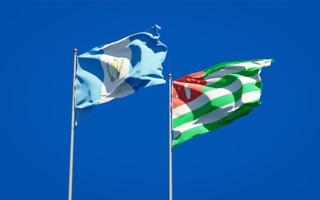 Belle bandiere di stato nazionali del guatemala e dell'abkhazia insieme
