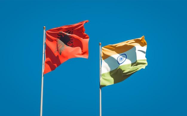 Belle bandiere nazionali di stato dell'india e dell'albania insieme