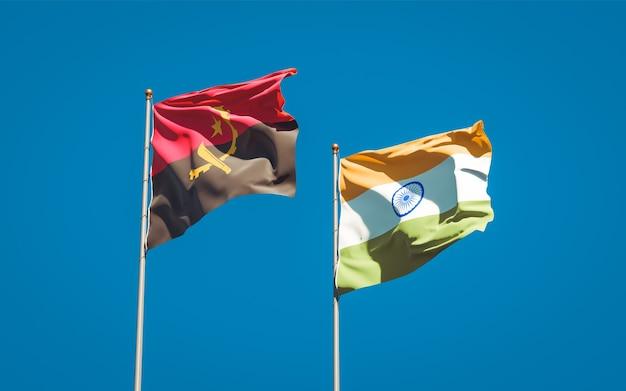 Belle bandiere di stato nazionali dell'india e dell'angola insieme