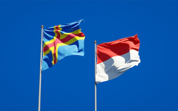 Bandiere di stato nazionali belle dell'indonesia e delle isole aland insieme sul cielo blu