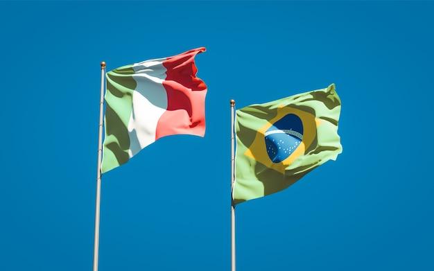 Belle bandiere nazionali dello stato dell'italia e del brasile insieme sul cielo blu