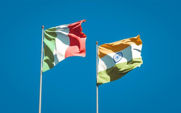 Belle bandiere di stato nazionali di italia e india insieme