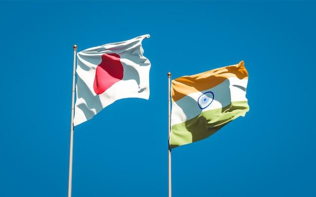 Belle bandiere di stato nazionali del giappone e dell'india insieme