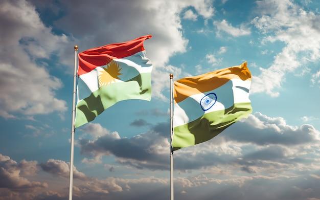 Belle bandiere di stato nazionali del kurdistan e dell'india insieme