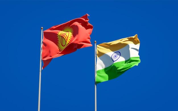Belle bandiere nazionali dello stato del kirghizistan e dell'india insieme