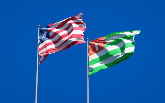 Belle bandiere di stato nazionali della liberia e dell'abkhazia insieme