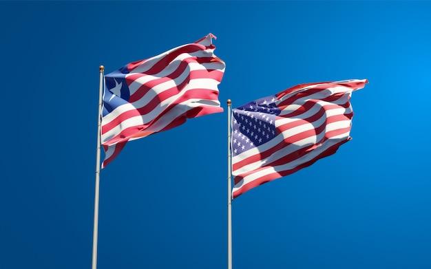 Belle bandiere di stato nazionali della liberia e degli stati uniti insieme