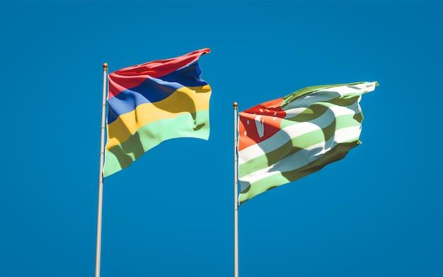 Belle bandiere di stato nazionali di mauritius e abkhazia insieme
