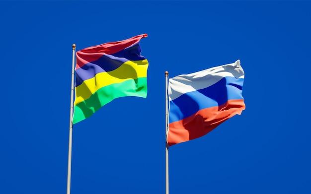 Belle bandiere di stato nazionali di mauritius e russia insieme sul cielo blu. grafica 3d