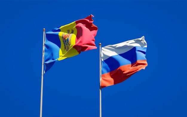 Belle bandiere di stato nazionali della moldavia e della russia insieme sul cielo blu. grafica 3d
