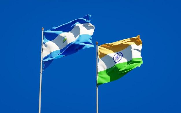 Belle bandiere nazionali dello stato del nicaragua e dell'india insieme