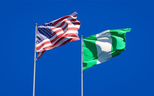 Belle bandiere dello stato nazionale della nigeria e stati uniti insieme sul cielo blu