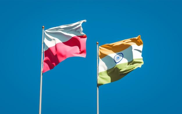 Belle bandiere di stato nazionali di polonia e india insieme