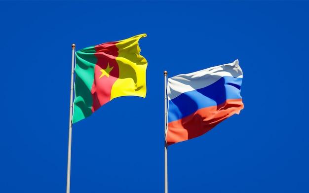 Belle bandiere di stato nazionali della russia e del camerun insieme sul cielo blu. grafica 3d