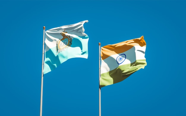 Belle bandiere nazionali dello stato di san marino e india insieme