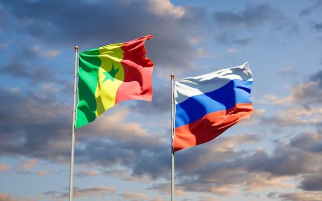 Belle bandiere di stato nazionali del senegal e della russia insieme sul cielo blu. grafica 3d