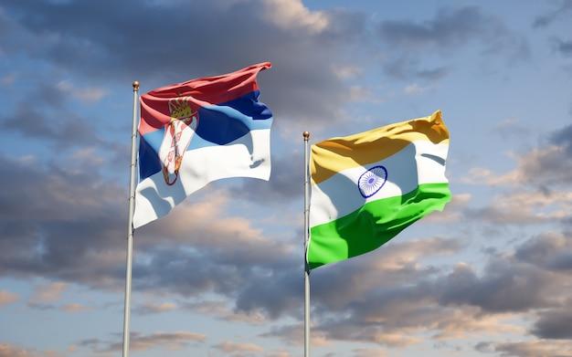 Belle bandiere di stato nazionali di serbia e india insieme