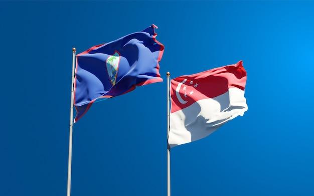 Belle bandiere nazionali dello stato di singapore e guam insieme