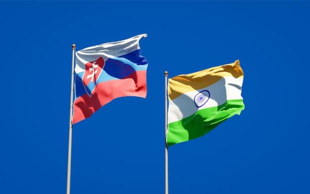 Belle bandiere di stato nazionali della slovacchia e dell'india insieme