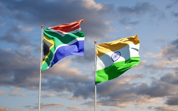Belle bandiere di stato nazionali del sud africa e dell'india insieme