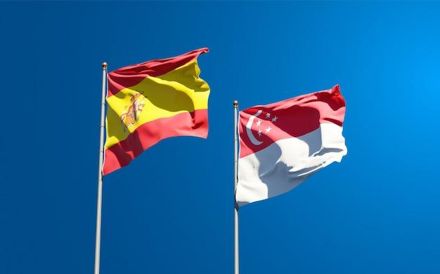 Belle bandiere di stato nazionali di spagna e singapore insieme