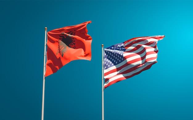 Belle bandiere di stato nazionali di usa e albania insieme