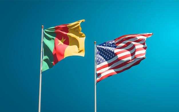 Belle bandiere di stato nazionali di usa e camerun insieme
